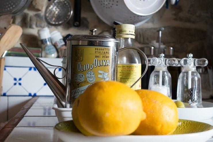 Olio aromatizzato al limone: un matrimonio di gusto